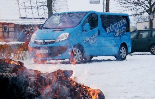 Das Fahrzeug der Küchenchefs am Feuerlauf-Set