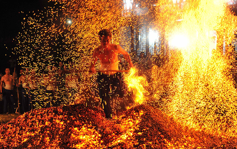 Feuerlauf in China