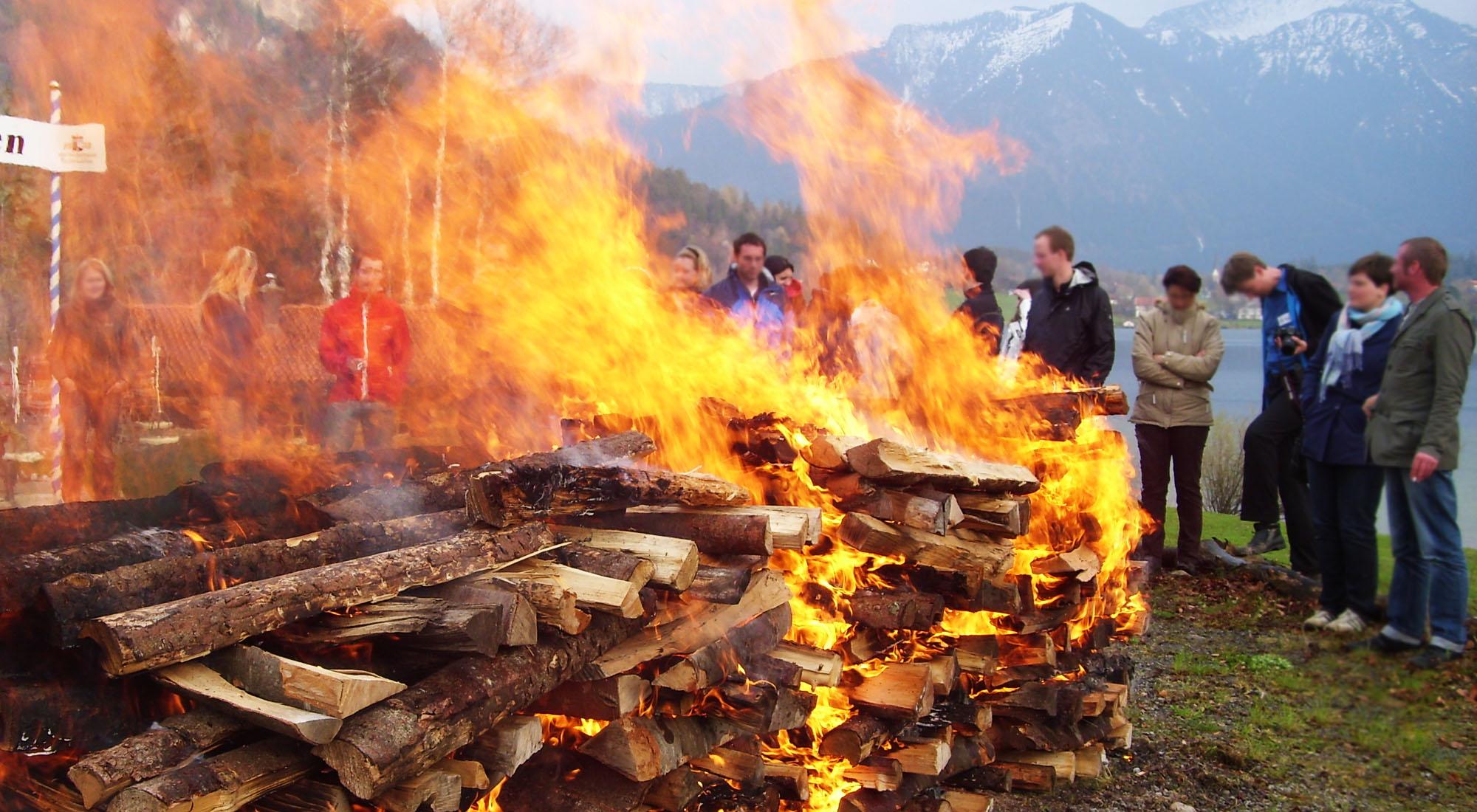 Feuer für Feuerlauf Event Schliersee