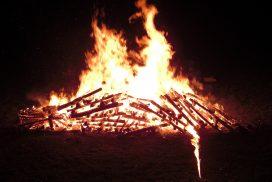 Feuer für einen Feuerlauf