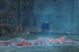 Teilnehmer am Feuer eines Feuerlaufes